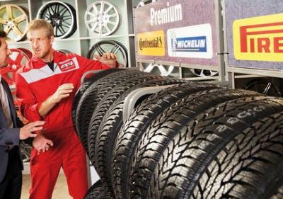 Bei A.T.U. die Reifenvielfalt begutachten